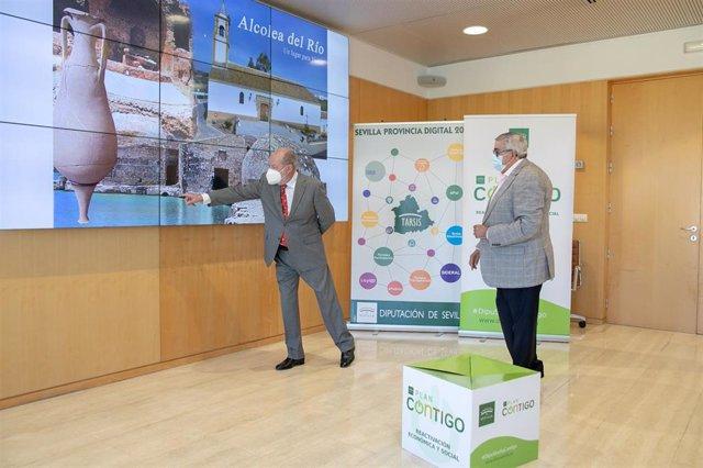 Villalobos y el alcalde de Alcolea, en la Diputación