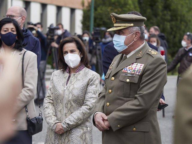 La ministra de Defensa, Margarita Robles, y el Jefe de Estado Mayor del Ejército de Tierra, Francisco Javier Varela