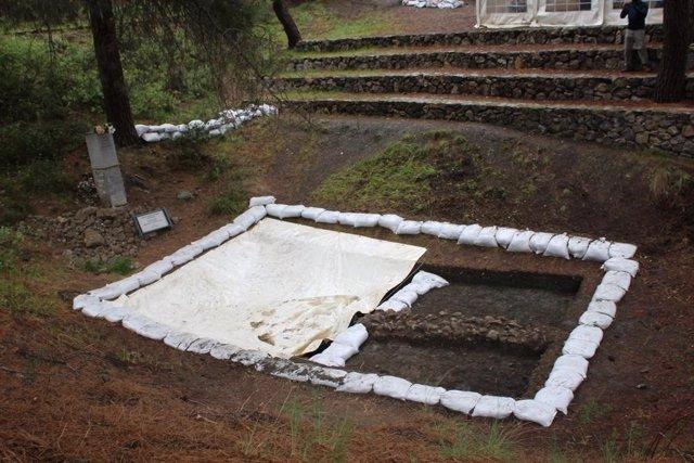 Imagen de archivo del inicio de la excavación de fosas comunes en el Barranco de Víznar (Granada)