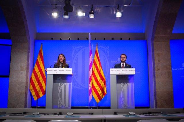La consellera de la Presidència i portaveu del Govern, Meritxell Budó, i el vicepresident de la Generalitat en funcions, Pere Aragonès, en la roda de premsa posterior al Consell Executiu.