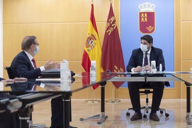El jefe del Ejecutivo regional, Fernando López Miras, reunido con el presidente de Ferrmed, Joan Amorós
