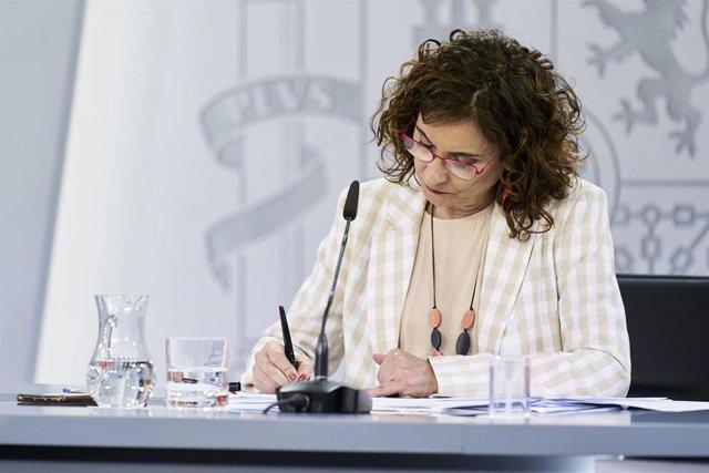 La ministra portavoz y de Hacienda, María Jesús Montero, comparece en rueda de prensa posterior al Consejo de Ministro s en Moncloa, a 4 de mayo de 2021, en Madrid (España). El Consejo de Ministros de hoy ha sido el último que el Gobierno ha celebrado ant