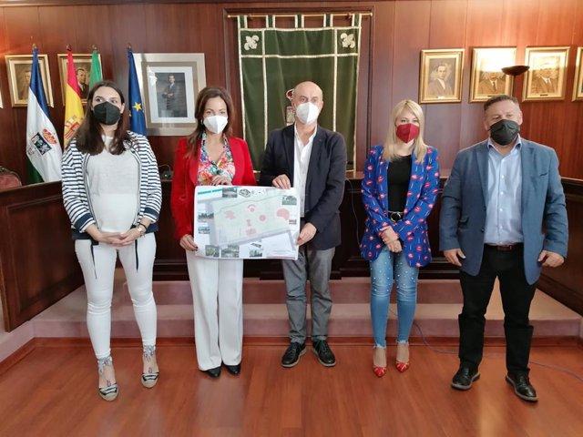 La delegada de Turismo de la Junta en Huelva, María Ángeles Muriel, en el Ayuntamiento de Lepe.