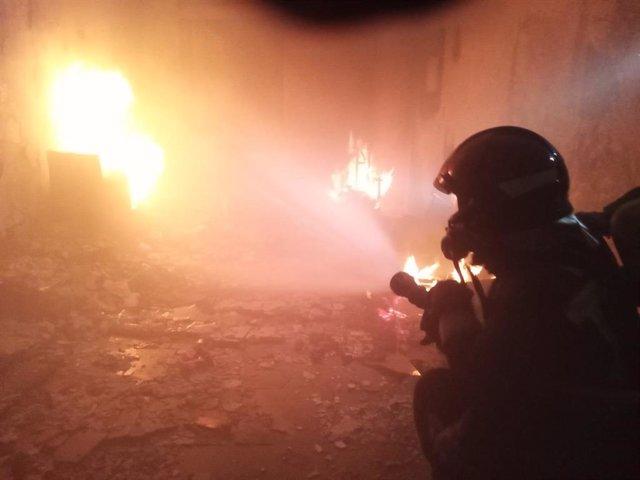 Bomberos de Almería sofocan un incendio en una vivienda