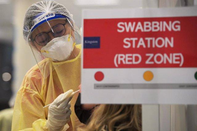 Centro de pruebas de coronavirus en Singapur.