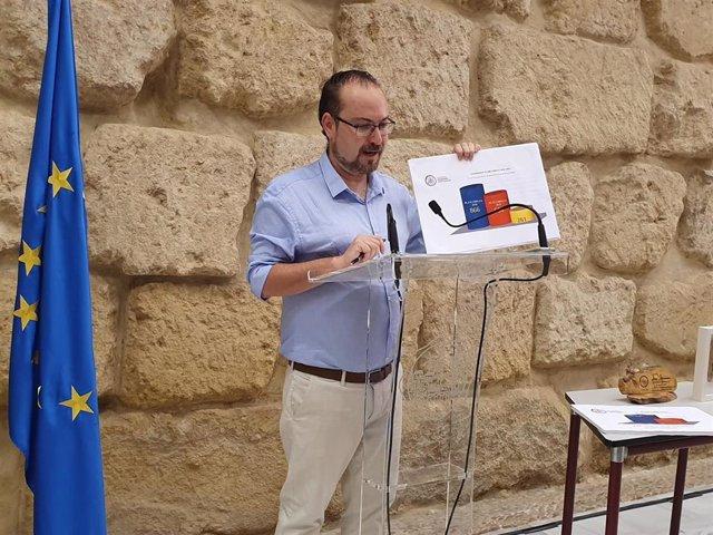 Archivo - El concejal de Podemos en el Ayuntamiento de Córdoba, Juan Alcántara, en una imagen de archivo.