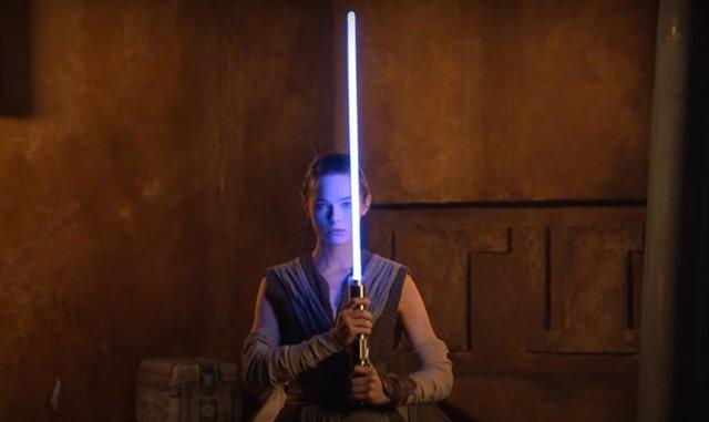 Star Wars presenta sus primeros sables láser reales en Galactic Starcruiser