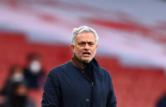 Archivo - 14 March 2021, United Kingdom, London: Tottenham Hotspur manager Jose Mourinho stands on the touchline during the English Premier League soccer match between Arsenal and Tottenham Hotspur at Emirates Stadium. Photo: Dan Mullan/PA Wire/dpa