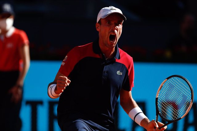 Roberto Bautista Agut of Spain in action during his Men's Singles match, round of 64, against Marco Cecchinato of Italy on the ATP Masters 1000 - Mutua Madrid Open 2021 at La Caja Magica on May 4, 2021 in Madrid, Spain.