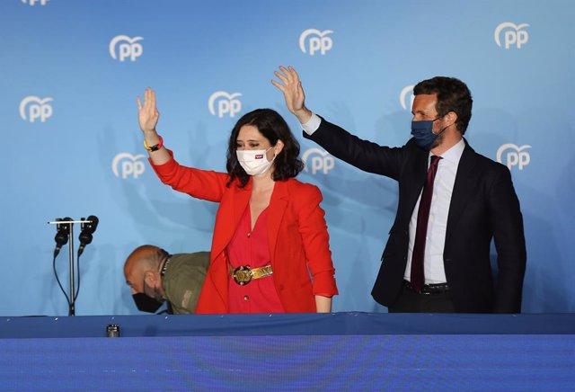 La presidenta de la Comunitat de Madrid i candidata a la reelecció pel PP, Isabel Díaz Ayuso; i el líder del PP, Pablo Casado