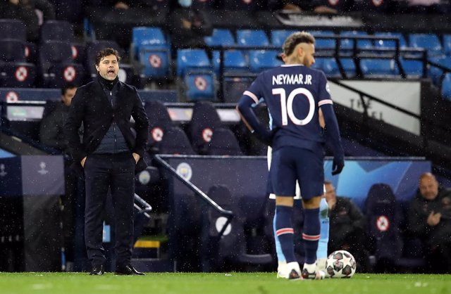 04 May 2021, United Kingdom, Manchester: Paris Saint-Germain manager Mauricio Pochettino on the touchline during the UEFA Champions League Semi-Final second leg soccer match between Manchester City and Paris Saint-Germain at the Etihad Stadium. Photo: Mar