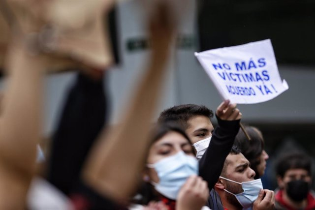 03 May 2021, Colombia, Bogota: Colombians take part in a march to demand more reforms in other sectors. Although the Colombian government withdrew a controversial tax reform after days of protests, organizations have called for more protests. Photo: Sergi
