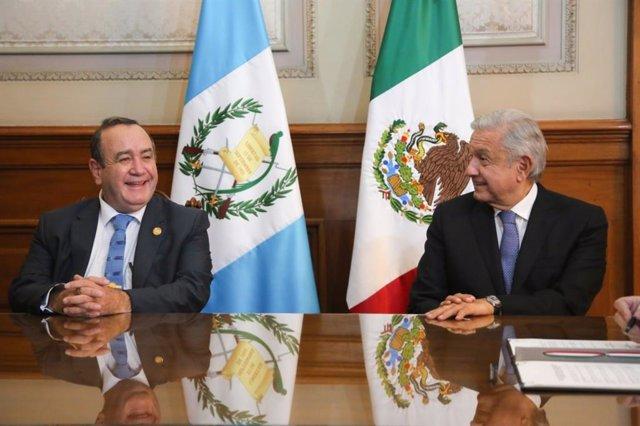 El presidente mexicano, Andrés Manuel López Obrador, y su homólogo guatemalteco, Alejandro Giammattei