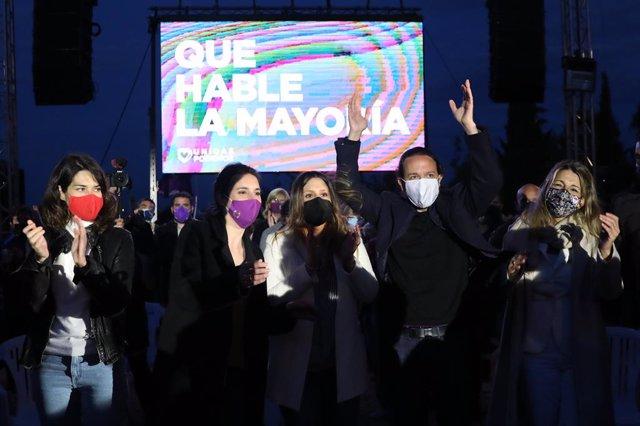(I-D) La 'número 2' del partit per a les eleccions a l'Assemblea de Madrid, Isa Serra; la ministra d'Igualtat, Irene Montero; la `número 4 del partit per a les eleccions a l'Assemblea de Madrid, Alejandra Jacinto; el candidat d'Unides Podem a la