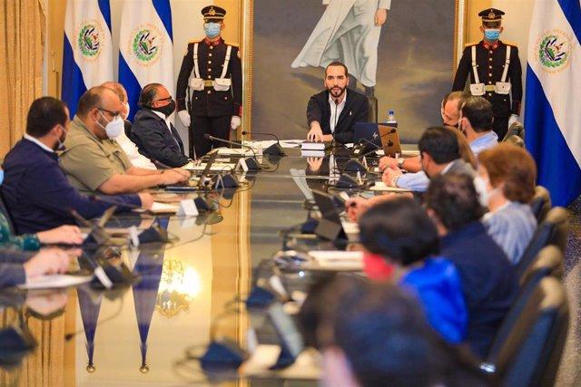 Archivo - El presidente salvadoreño, Nayib Bukele, durante una reunión del Gabinete.