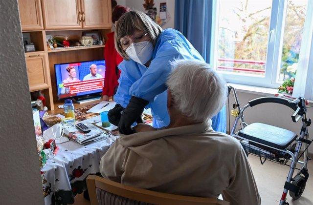 Archivo - Vacunación contra el coronavirus en Alemania