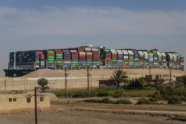 Archivo - El buque 'Ever Given' tras ser desencallado en el Canal de Suez