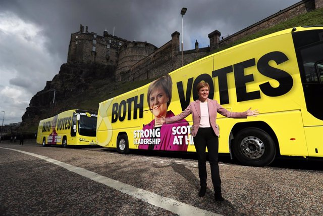 01 May 2021, United Kingdom, Edinburgh: Scotland's First Minister and leader of the Scottish National Party (SNP), Nicola Sturgeon, stands in front of her campaign buses while campaigning for the Scottish Parliamentary election. Photo: Russell Cheyne/PA W