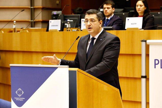 Archivo - Foto de archivo del presidente del Comité de las Regiones de la UE, Apostolos Tzitzikostas, durante una rueda de prensa en el marco de la sesión plenaria 138 del Comité, en la que fue elegido presidente en Bruselas (Bélgica) a 12 de febrero de 2