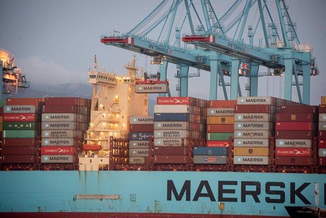 Archivo - Los buques ,Maersk Denver y Mary Maersk, en  la terminal de APM, gestionada por Maerks .en el puerto de Algeciras (Cádiz),  donde se están realizando trabajos de descarga de contenedores, después de arribar procedente del Canal de Suez (Egipto)