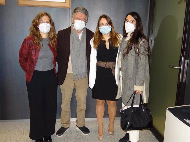 Algunos miembros del equipo de investigación (Blanca Mª Rueda-Medina, Norberto Ortego-Centeno, Gabriela Pocovi-Gerardino y María Correa-Rodríguez) en la lectura de la tesis doctoral que incluyó este estudio.