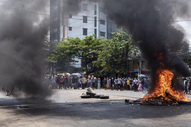 Archivo - Protestas en Rangún contra la junta militar