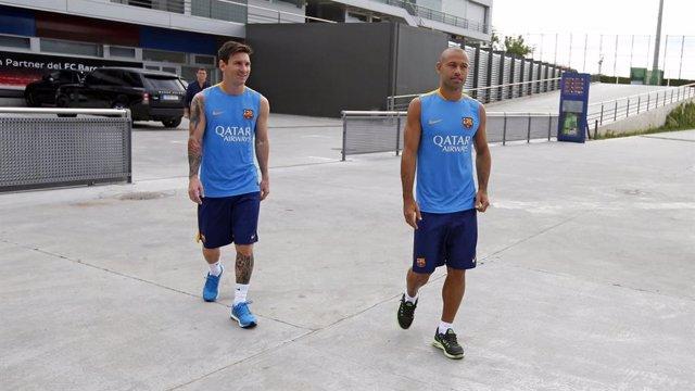 Archivo - Messi y Mascherano a su llegada