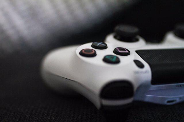 Un mando de PlayStation 4