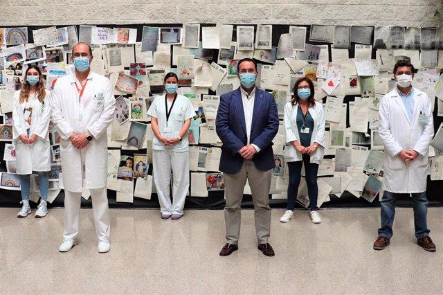 Profesionales del Juan Ramón Jiménez se adhieran a la campaña de lavado de manos.