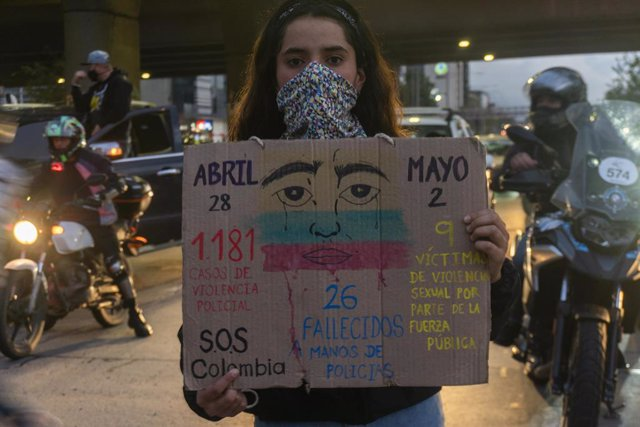 Una manifestante durante las últimas marchas y movilizaciones en Colombia.
