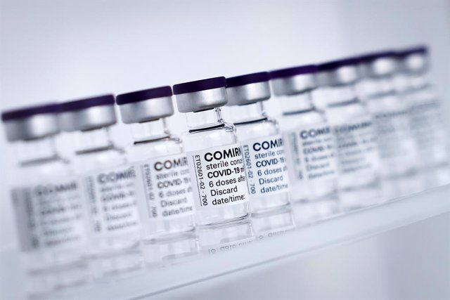 FILED - 30 April 2021, Schleswig-Holstein, Reinbek: Vials of BioNTech/Pfizer's Comirnaty vaccine are lined up at Allergopharma's production facilities in Reinbek near Hamburg. Canada is to allow 12 to 15 year-olds to receive the vaccine against Covid-19 m
