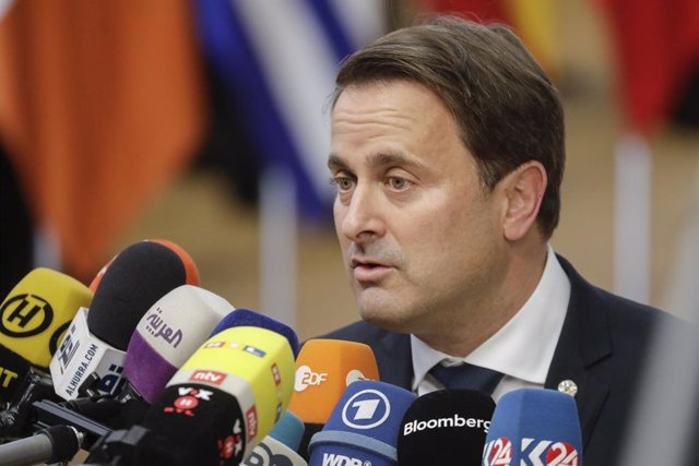 Archivo - 17 October 2019, Belgium, Brussel: Prime Minister of Luxembourg Xavier Bettel speaks to media upon arrival to attend the European Council summit at the EU headquarters. Photo: Thierry Roge/BELGA/dpa