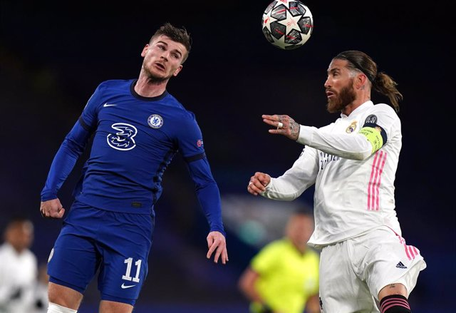 05 May 2021, United Kingdom, London: Chelsea's Timo Werner (L) and Real Madrid's Sergio Ramos battle for the ball during the UEFA Champions League Semi-Final second leg soccer match between Chelsea FC and Real Madrid CF at Stamford Bridge. Photo: Adam Dav