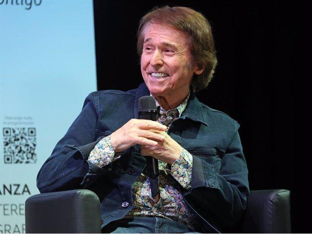 El cantante Raphael durante un coloquio el pasado mes de abril