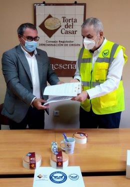 Ángel Pacheco y Juan Carlos Fernández (DOP Torta y Banco Alimentos)