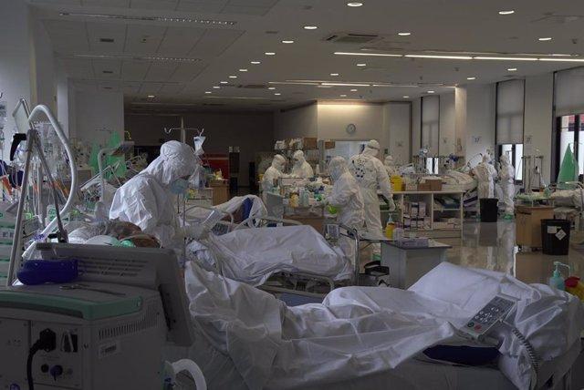 Archivo - UCI Covid Hospital Valdecilla