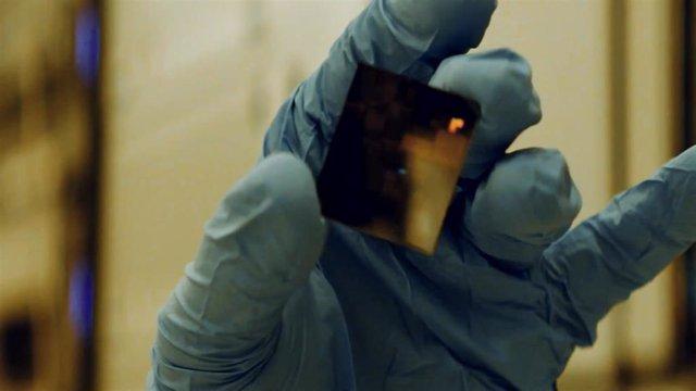 Chip de dos nanómetros (2 nm) de IBM.
