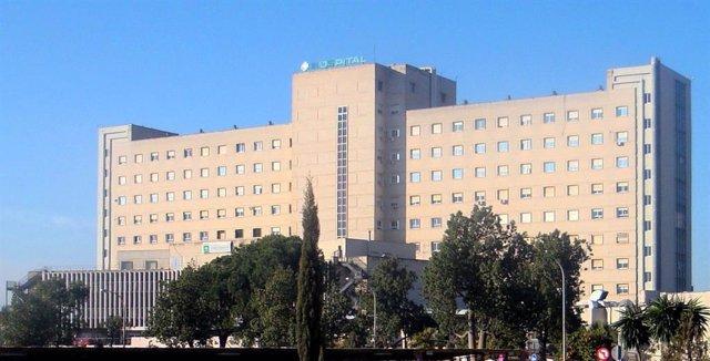 Archivo - Fachada del Hospital de Valme en Sevilla