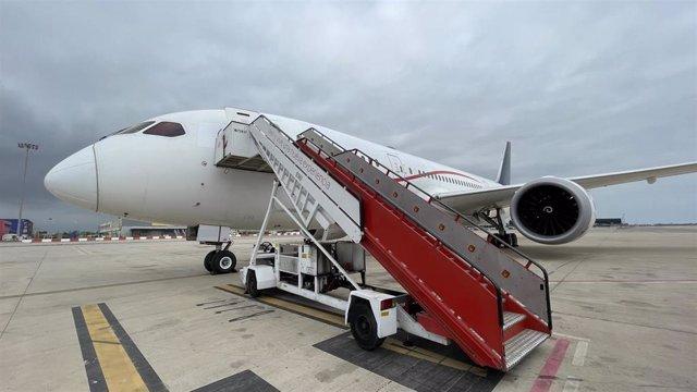 Boeing 747 que despegará este viernes 7 de mayo desde Barcelona con material sanitario para mitigar la falta de suministros de oxígeno en la India ante la crisis del Covid-19, por iniciativa de la Fundación Vicente Ferrer y Open Arms.