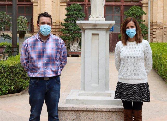 Los investigadores Horacio Pérez Sánchez, del Grupo de Investigación BIO-HPC de la UCAM, e Irene Martínez Martínez, del Instituto Murciano de Investigación Biosanitaria (IMIB).