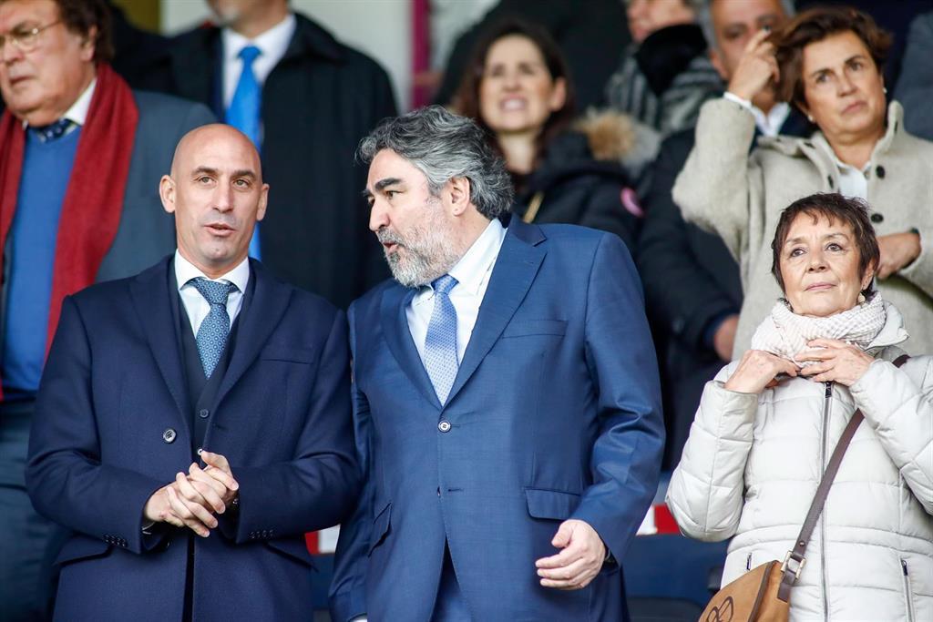Rodríguez Uribes vuelve a descartar la presencia de público en LaLiga y la ACB por ahora