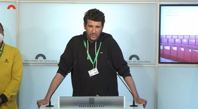 Archivo - Arxiu - Un dels membres del Comitè de Vaga de la Unitat de Repartiment 4 de Correus de Sabadell (Barcelona) en la conferència de premsa al Parlament.