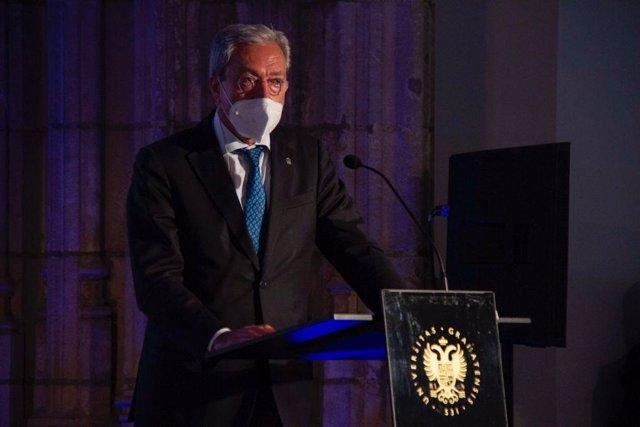 El consejero de Transformación Económica, Industria, Conocimiento y Universidades, Rogelio Velasco, participa en los 'Diálogos con la Sociedad' de la Universidad de Granada.