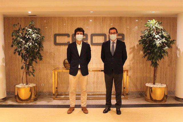 El presidente de la CEOE, Antonio Garamendi, y el director general de Just Eat en España, Patrik Bergareche