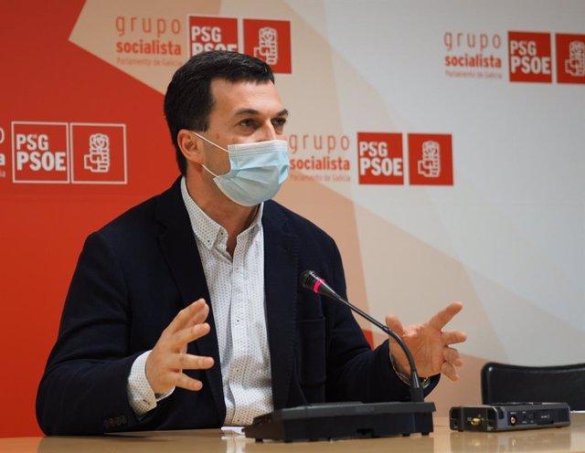 El secretario xeral del PSdeG, Gonzalo Caballero, en rueda de prensa.