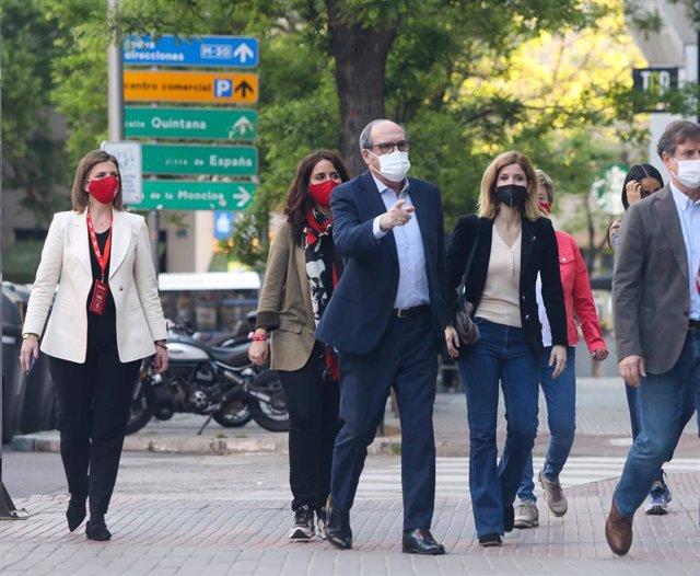 El candidato del PSOE a la Presidencia de la Comunidad de Madrid, Angel Gabilondo, a su llegada al Hotel Princesa Plaza minutos antes de que comiencen las votaciones de la jornada electoral, a 4 de mayo de 2021, en Madrid (España). Un total de 5.112.658 m