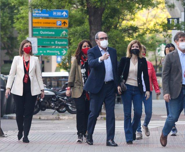 El candidat del PSOE a la Presidència de la Comunitat de Madrid, Angel Gabilondo, a la seva arribada a l'Hotel Princesa Plaza minuts abans que comencin les votacions de la jornada electoral, a 4 de maig de 2021, a Madrid (Espanya). Un total de 5.112.658 m