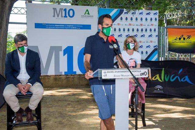 El deportista Emilio Martín participa en el programa de la Junta 'Mentor 10' en Montilla (Córdoba)
