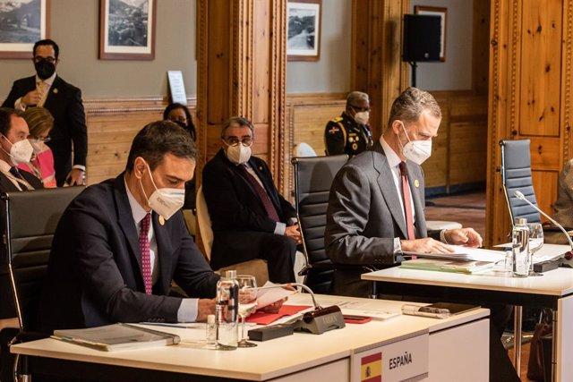 Arxiu - El president del Govern espanyol, Pedro Sánchez, i el rei Felip VI en la reunió plenària de la XXVII Cimera Iberoamericana de Caps d'Estat i de Govern a Andorra.