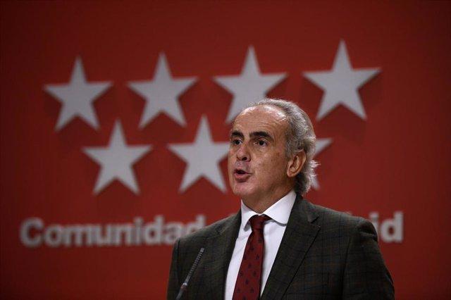 Archivo - El consejero de Sanidad de la Comunidad de Madrid, Enrique Ruiz Escudero, ofrece una rueda de prensa posterior a la reunión del Consejo de Gobierno, en la Real Casa de Correos, en Madrid (España), a 18 de noviembre de 2020.